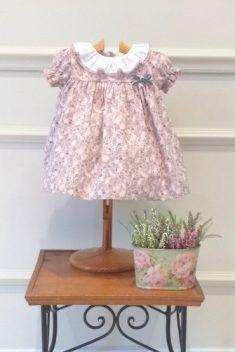 Vestido talle alto en villela estampado flores rosa y gris