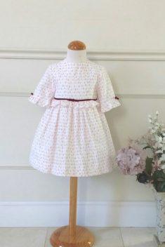Vestido estampado en pinos rosas con fondo crudo y terciopelo en cintura
